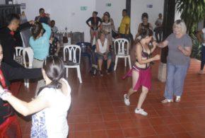 GRUPO DE EMPRESARIOS EXTRANJEROS, MARAVILLADO CON ACTIVIDADES DE CASA PARAGÜITAS